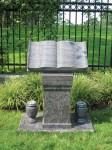 knollwood-pedestal